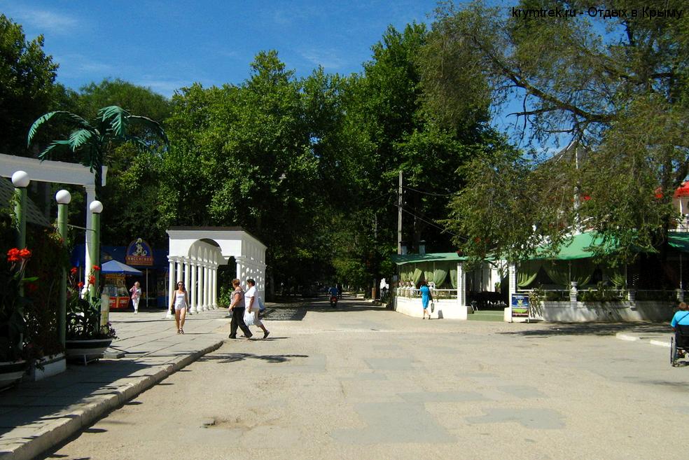 Саки, центр