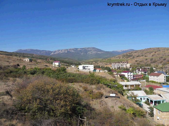 Окрестности поселка - холмы, горы