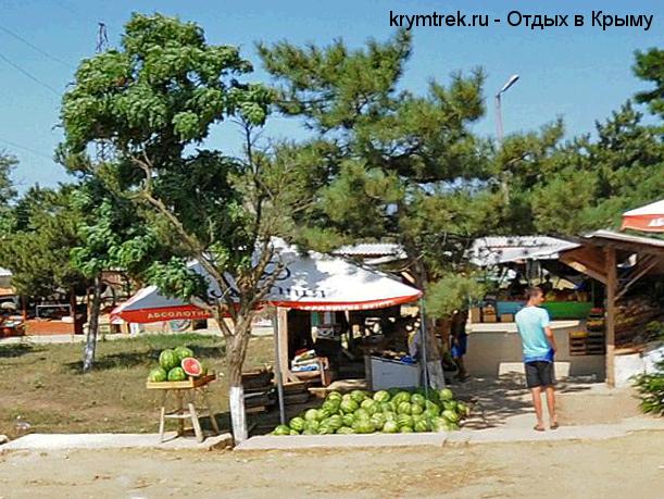 Базарчик в посёлке Угловое
