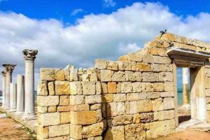 Отдых в Крыму: Песчаное — древнее и молодое