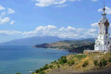 Поселок Малореченское в Крыму покажет интересные достопримечательности