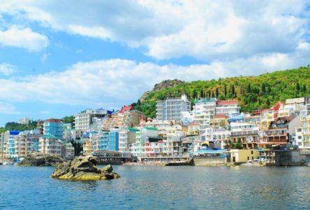 Природные и исторические достопримечательности поселка Утес на полуострове Крым