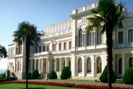 Уникальный памятник архитектуры и истории – Ливадийский дворец в Крыму