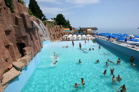 Стоит ли ехать отдыхать в аквапарк Алушты?