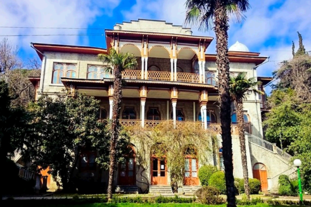 Дворец Карасан – одна из главных достопримечательностей
