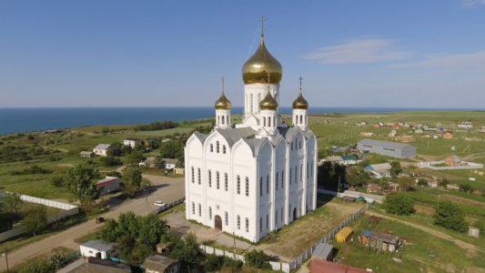 Свято-Троицкий храм в посёлке Приазовском Темрюкского района