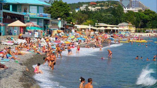 Крым. ЗАБИТЫЕ пляжи в Алуште. Бархатный сезон в Алуште УДАЛСЯ. Набережная и ЦЕНЫ на жилье и еду