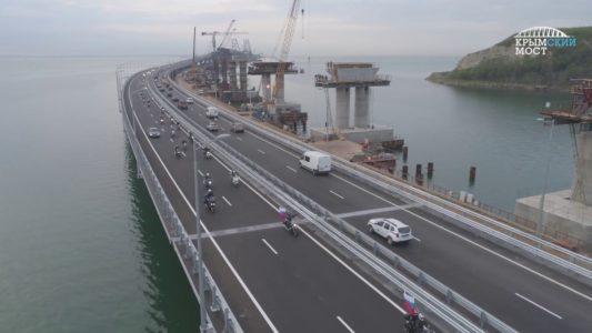 Крымский мост принимает первые автомобили